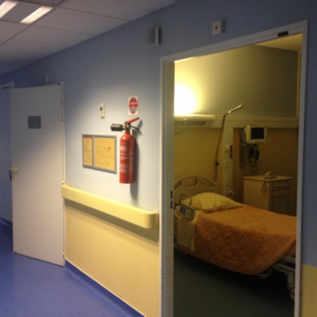 luhcd comporte 8 chambres individuelles quipes de tlmtrie